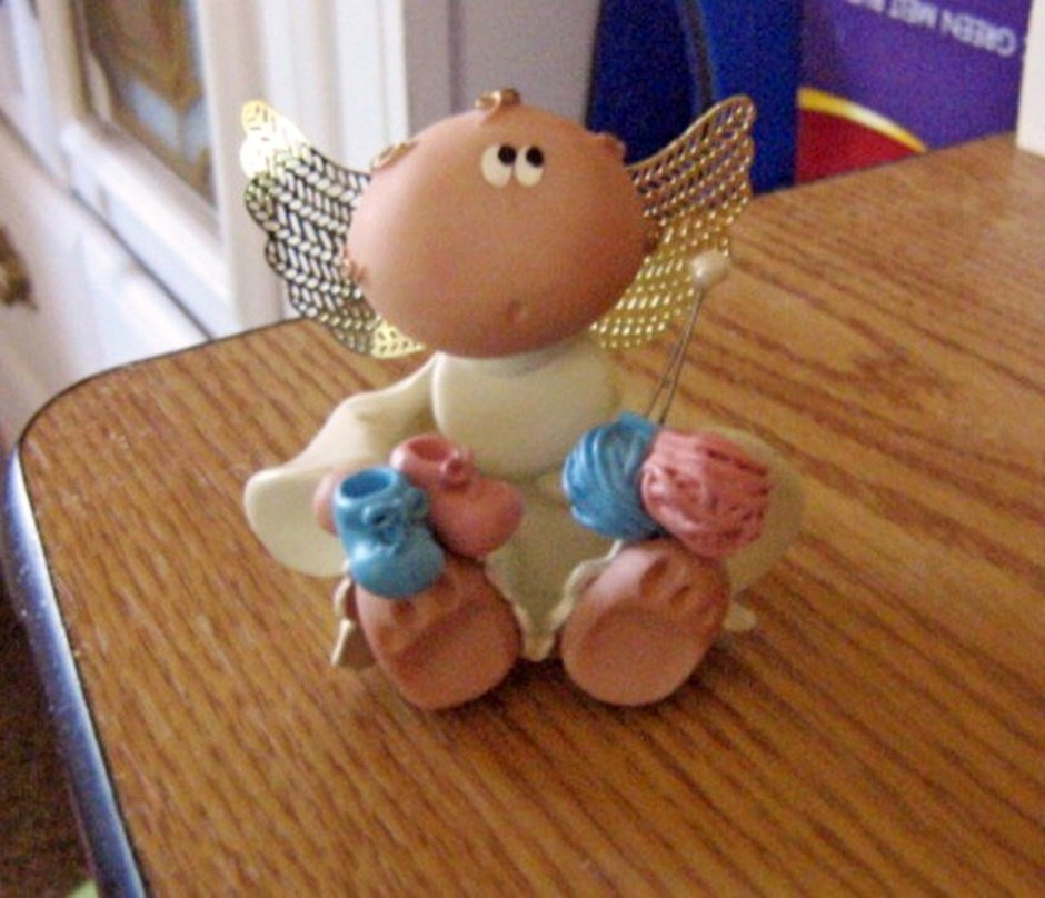 Russ Berrie Angel Cheeks Guardian Angel Figurine Knitted Booties #301745