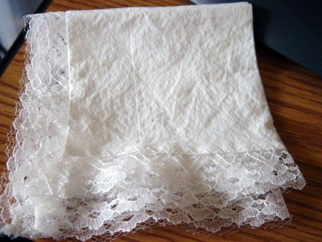 White Cotton Lace Edged Hankie Vintage #302094