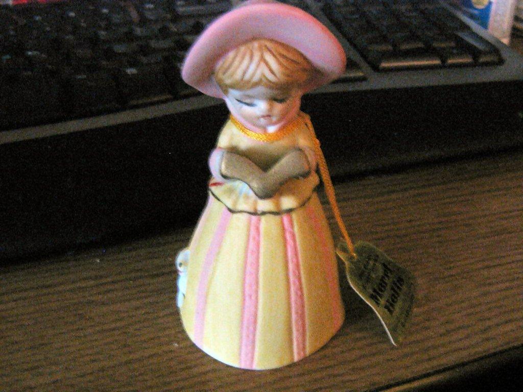Vintage 1978 Little Girl Jasco Merri-Bells Porcelain Bell Figurine #302148
