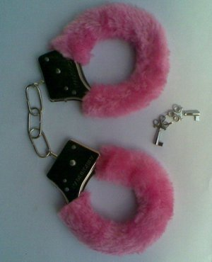 1 Sexy Gag Soft Furry Steel Unique Gifts Fuzzy Fur Handcuffs Prank Gift Metal 4 Colors Sex Cuff
