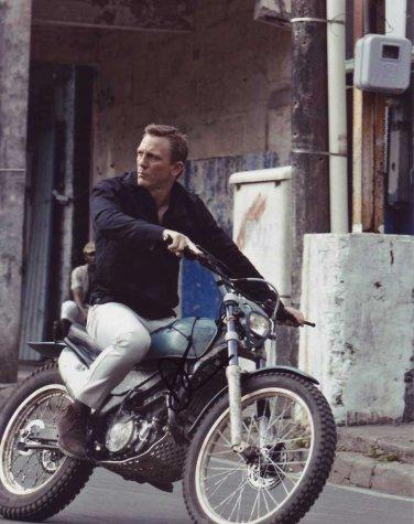 Daniel Craig in-person autographed photo
