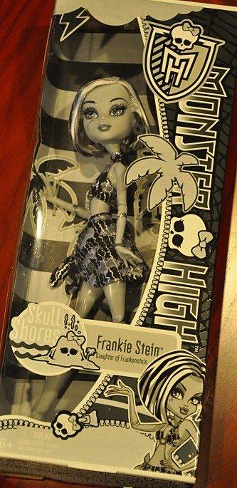 Monster High Skull Shores doll Frankie Stein daughter of Frankenstein Black and White beach
