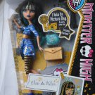 Monster High doll Picture Day Cleo De Nile includes Fearbook