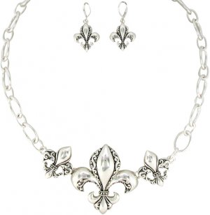 "18"" Silvertone Scroll Design Triple Fleur de Lis Necklace and Earring Set"