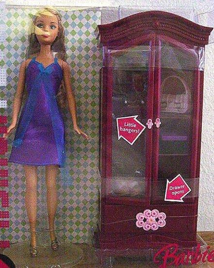 Barbie FASHION FEVER Dressing Room  & Doll MIB!!