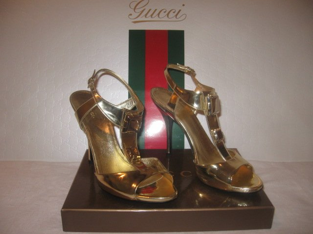 $860 New in Box Authentic GUCCI Women GOLD HEELS SANDALS shoes size 9.5  9 1/2 B - FREE SHIPPING.