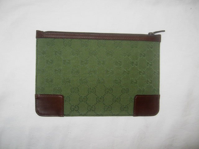NEW Authentic GUCCI GREEN COSMETIC CASE GG size 9x6 - FREE SHIPPING