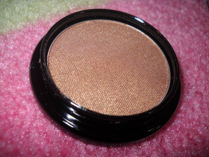 Pressed Eyeshadow in Antique Gold