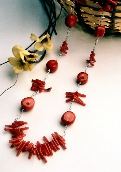 N0525 - NECKLACE WITH AUTHENTIC  RED CORAL (FREE EARRINGS)