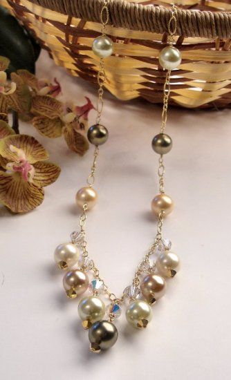 N0550 - NECKLACE WITH MULTICOLOR SHELL BEADS AND SWAROVSKI CRYSTAL (FREE EARRINGS)