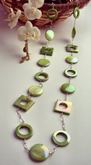 N0563 -  NECKLACE WITH GREEN SHELL UADRADO AND CIRCLE (FREE EARRINGS