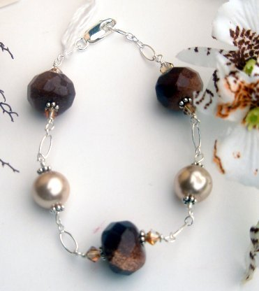 B002 - BRACELET RUST GOLD STONE BEADS AND BEIGE SHELL WITH SWAROVSKI CRYSTAL
