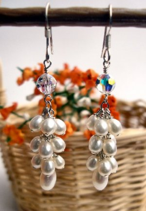 E0003 - EARRINGS WITH WHITE FRESH WATER PEARLS WITH SWAROVSKI CRYSTAL (FREE SHIPPING)