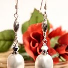 E0025 - EARRINGS WHITE SHELL AND SWAROVSKI CRYSTAL (FREE SHIPPING)