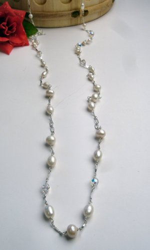N0612 - NECKLACE WITH WHITE FRESH WATER PEARLS BEADS AND SWAROVSKI CRYSTAL (FREE EARRINGS)