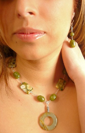 N06824 - NECKLACE WITH AUTHENTIC GREEN JADE -  GREEN AND BROWN JASPER RECTANGULAR (FRE EARRINGS)