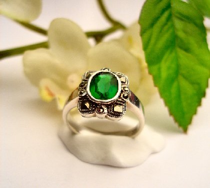 R0037 - RINGS WITH GREEN ESMERALDA CUBIC ZIRCONIA (FREE SHIPPING)