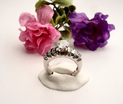 R0029 - RING WITH CLEAR CUBIC ZIRCONIA (FREE SHIPPING)