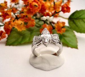 R0028 - RING WITH CLEAR CUBIC ZIRCONIA / BAGUETTES (FREE SHIPPING)