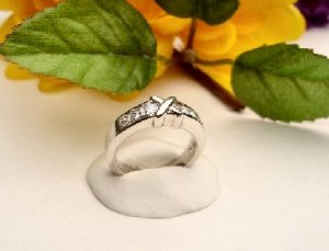 R0073 - RING WITH CLEAR CUBIC ZIRCONIA (FREE SHIPPING)