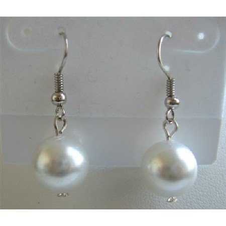 D097  White Synthetic Pearls Stud Earrings