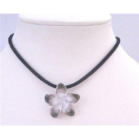UNE165  Black Velvet Chord Necklace Orchid Pendant In Black Chord