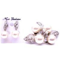 B483  Wedding Bridal Earrings & Brooch Combo Ivory Pearls Brooch & Earrings