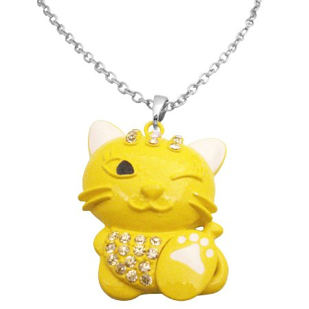 HH261  Enamel Painted Cute Yellow Cat Pendant Very Mischievous w/ White Claw