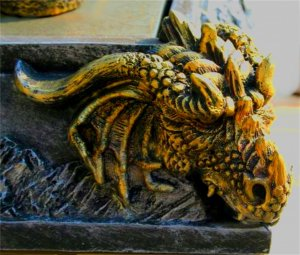 MEDIEVAL DRAGONS HEAD & KNIGHTS CHESS SET