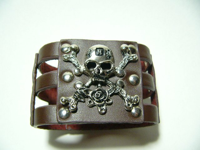 Gothic Skull Crossbones Brown Leather Pirate Bracelet (B615RN)
