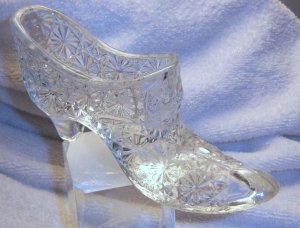 Fenton glass slipper in clear daisy and button.
