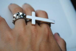 Forever 21 Two Finger Cross Ring Sideways Connector Double Antique Silver Size 5/6