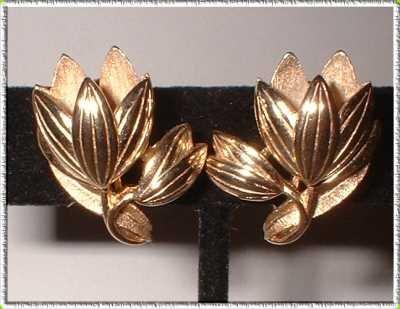 Gold Flower Earrings Crown Trifari Vintage Tulip Clips 9071