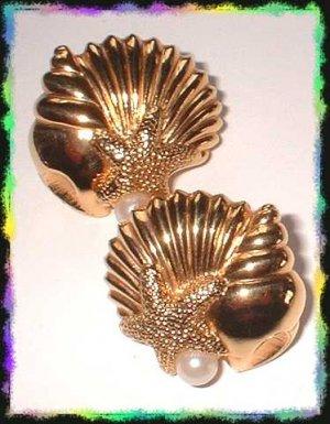 Vintage Designer Earrings Gold Sea Shells w Pearls 8520
