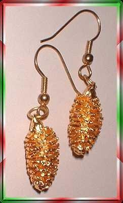 Vintage Christmas Earrings Gold Pine Cones Prcd 8515