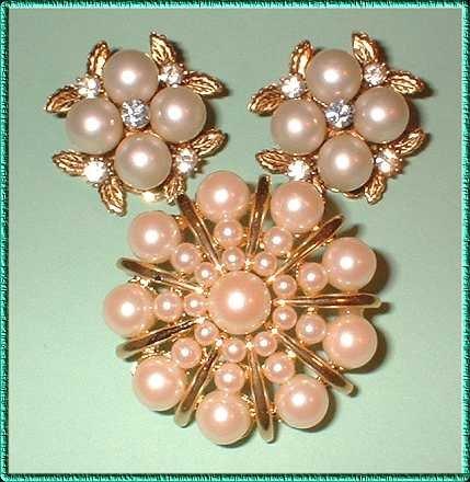 Vintage Pearl Pin w Earrings 1960s Parure w Gold 8285