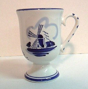 Pedestal Mugs - Delftware - 4pc. Set - kitchen
