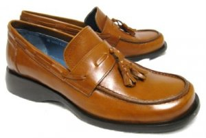 BEAUTIFUL LEATHER KENNETH COLE TASSEL LOAFERS SHOES 6.5