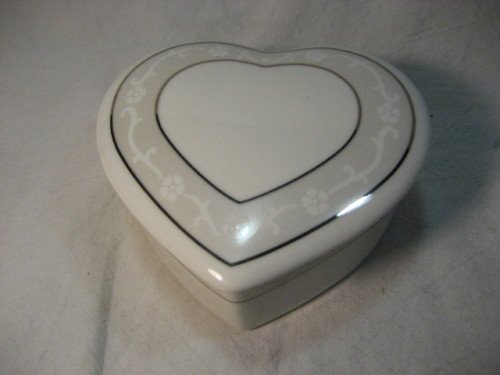 Heart Shaoe Box with Lid