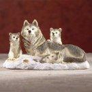 31301 Alabastrite Wolf Family On Snow