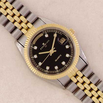3235 Man's Black Dial Watch With Metal Band