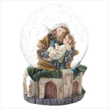 37557 Holy Family Snowglobe