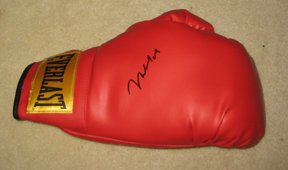 MUHAMMED ALI   autographed    SIGNED    Boxing   GLOVE         *proof