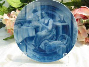 Kaiser Porcelain Mothers Day Plate1979 by Nori Peter
