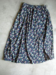 New Floral blue mid calf Skirt SZ L