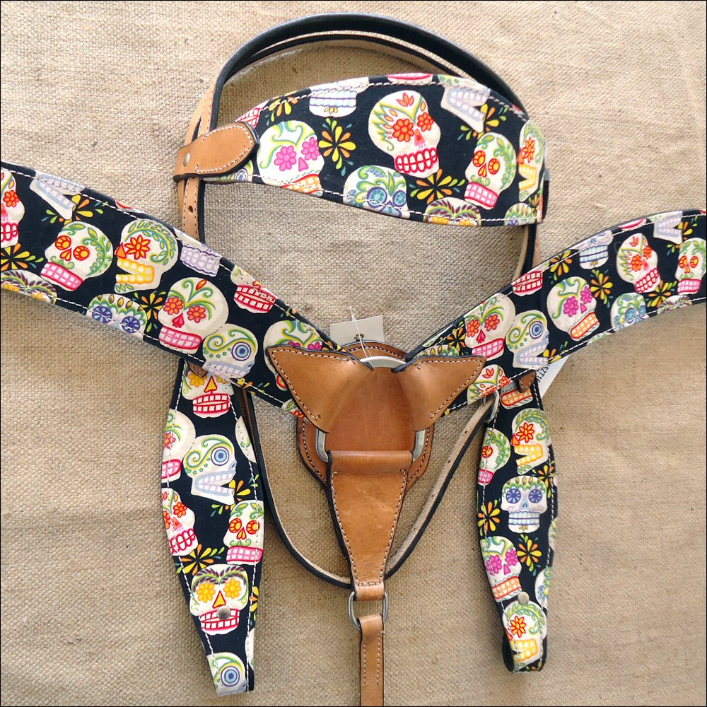 T63 WESTERN LEATHER HORSE HEADSTALL BRIDLE BREAST COLLAR SET FUN PRINT