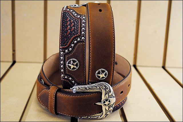 JUSTIN TEXAS ALL STAR TOOLED WESTERN LEATHER MEN'S BELT BROWN w/ STAR CONCHO