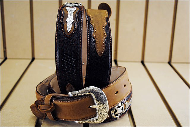 32IN. JUSTIN ODESSA STAR WESTERN TOOLED LEATHER MANS BELT TAN