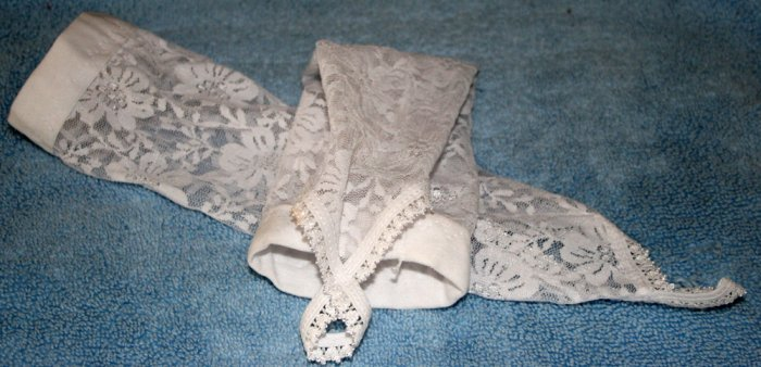 White Lace Wedding Gloves with finger wrap.  Beautiful