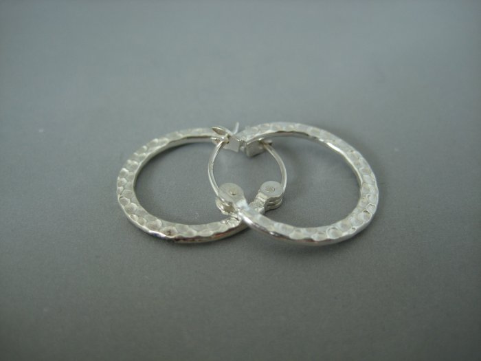 Men's hammered silver hoop earrings, EC466